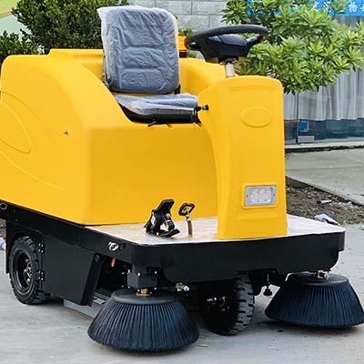 M4电动驾驶式扫地机